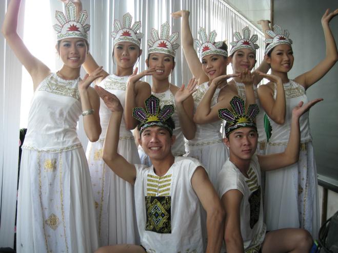 Dịch vụ cung cấp nhóm múa nhóm nhảy nhóm cổ động