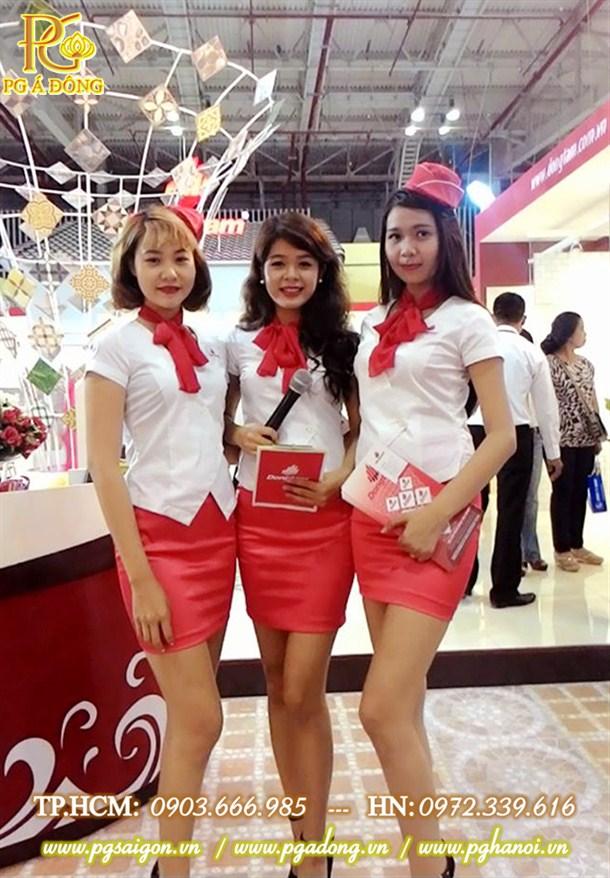Đội ngũ PG xinh đẹp tại hội chợ triển lãm Vietbuild