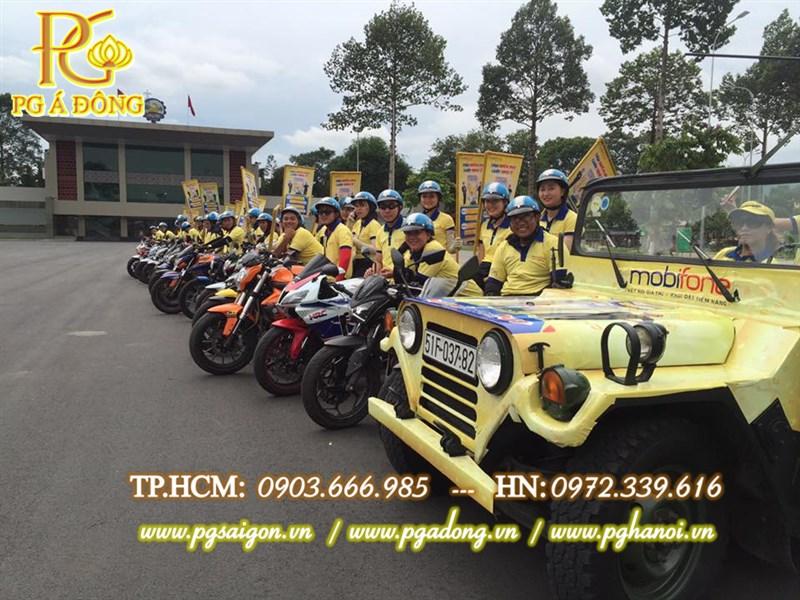 Roadshow Mobiphone xe jeep dẫn đoàn xe Moto phân khối lớn
