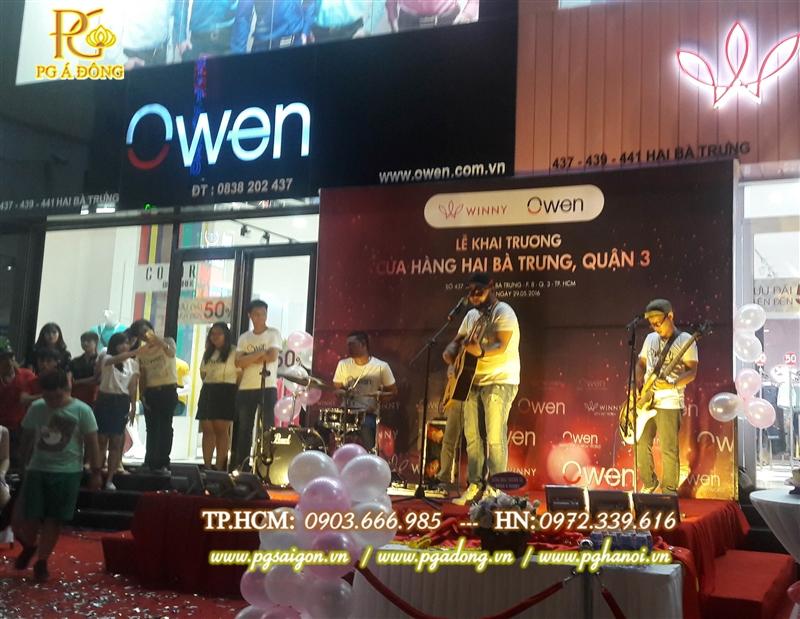 Ban nhạc biểu diễn trong buổi lẽ khai trương