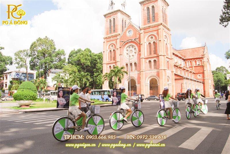 Đoàn roadshow xe đạp chạy quanh nhà thơ Đức Bà
