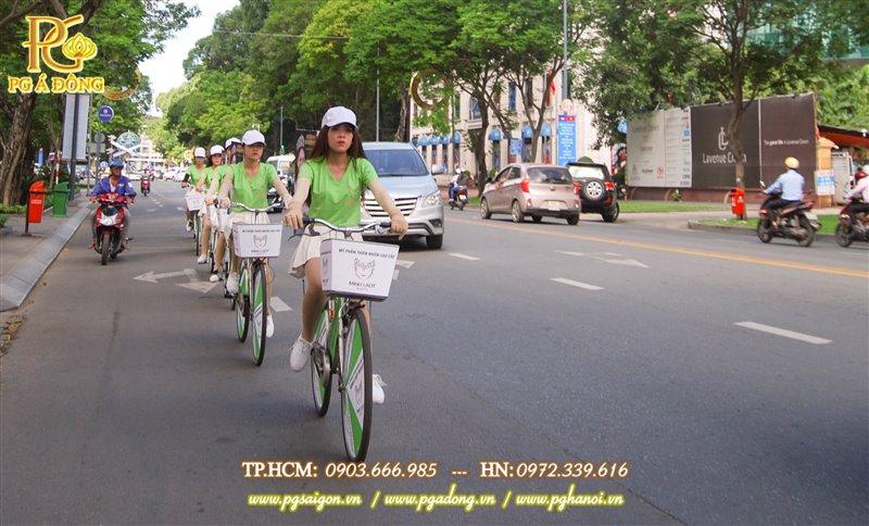 Đoàn roadshow xe đạp nổi bật trên các tuyến đường đi qua