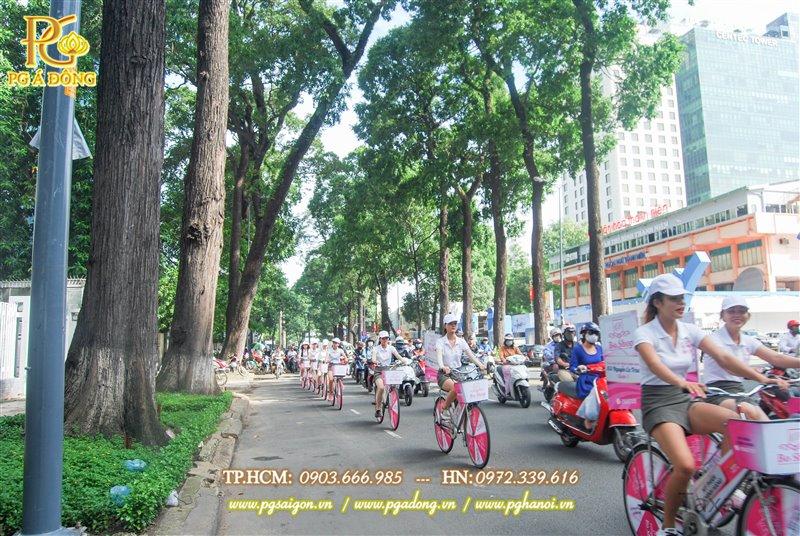Đoàn roadshow xe đạp nổi bật trên các tuyến đường Phạm Ngọc Thạch