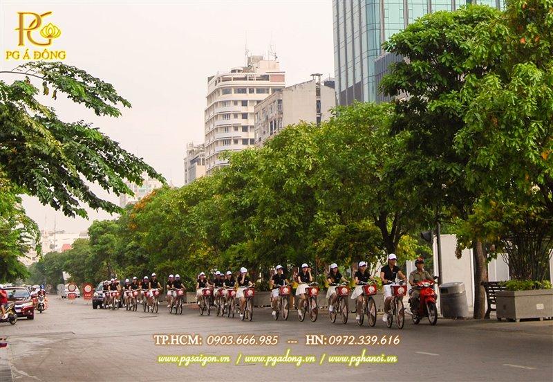 Đoàn roadshow xe đạp nổi bật trên phố đi bộ Nguyễn Huệ