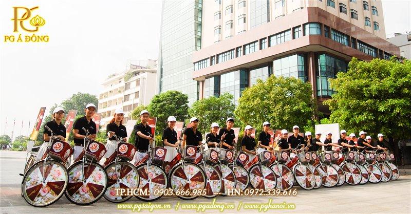 Đoàn roadshow xe đạp tại phố đi bộ Nguyễn Huệ