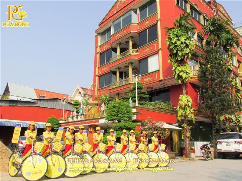 Đoàn roadshow xe đạp nổi bật bên trường Nam Việt