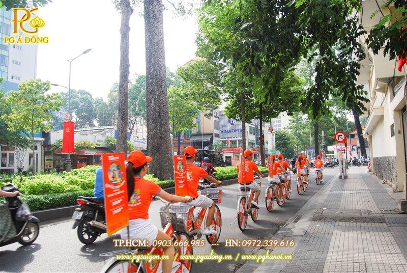 Đoàn roadshow trên đường Tôn Đức Thắng