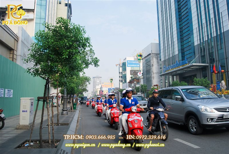 Đoàn roadshow trên đường Nguyễn Văn Trỗi