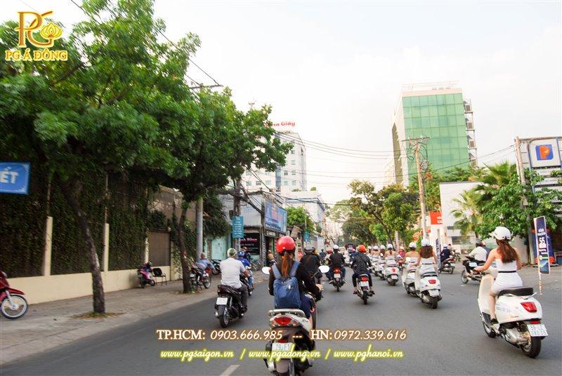 Đoàn roadshow xe máy trên đường Phan ĐÌnh Phùng