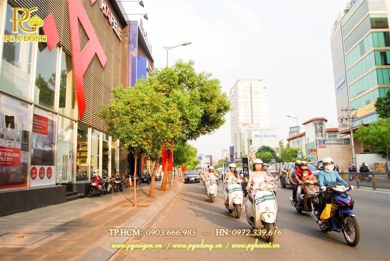 Đoàn roadshow xe máy trên đường Ba Tháng Hai