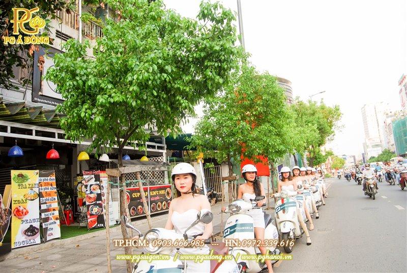 Đoàn roadshow xe máy trên đường Hai Bà Trưng