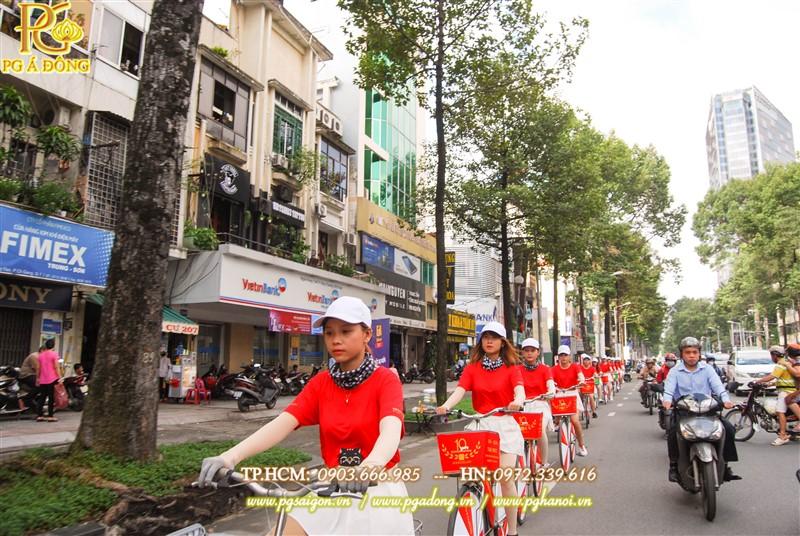 Đoàn roadshow xe đạp trên đường Trần Hưng Đạo