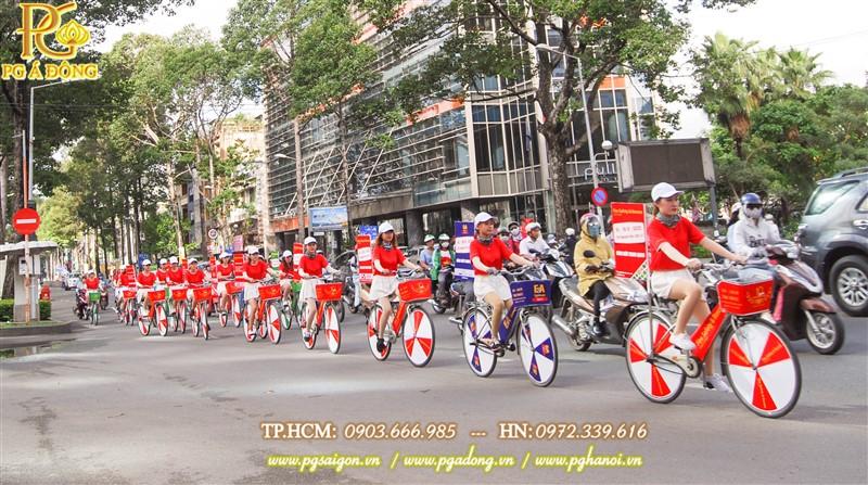 Đoàn roadshow nổi bật trên đường Trần Hưng Đạo