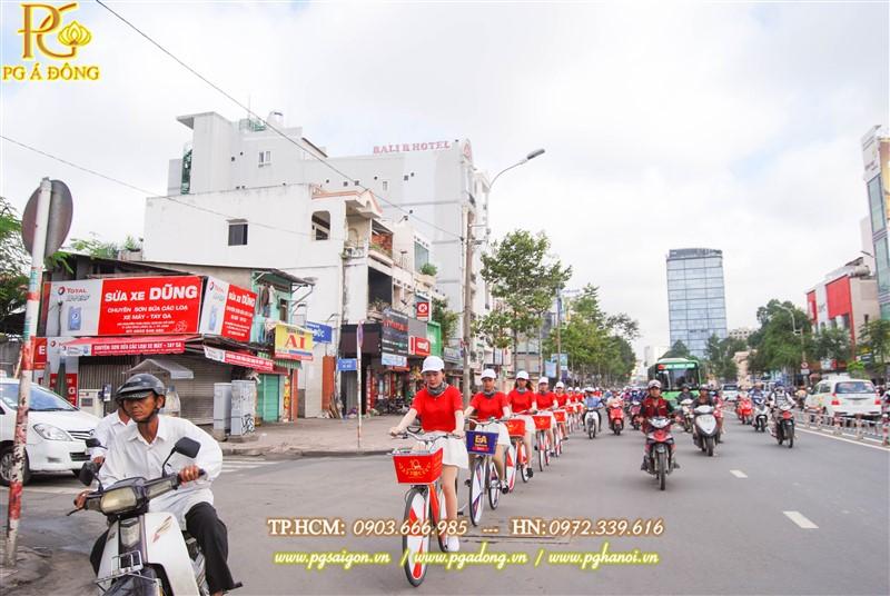 Đoàn roadshow nổi bật trên đường Nguyễn Hữu Thọ