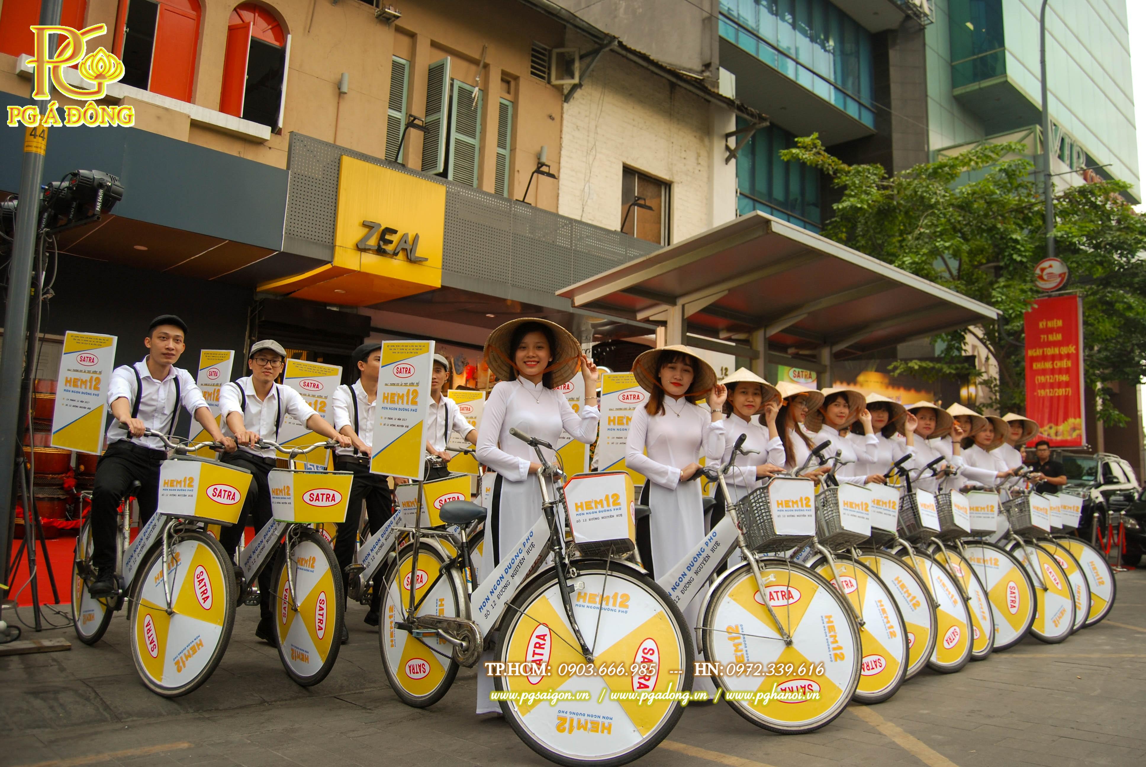 Đoàn roadshow xe đạp tại Hẻm 12 Nguyễn Huệ