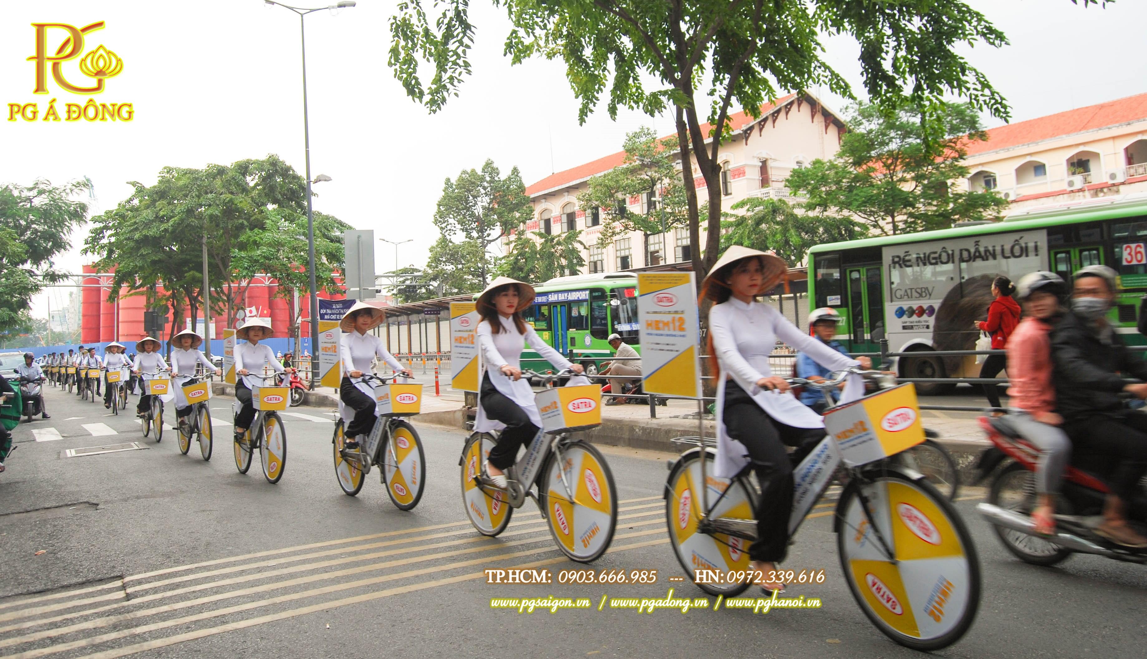 Đoàn roadshow xe đạp nổi bật trên đường Hàm Nghi