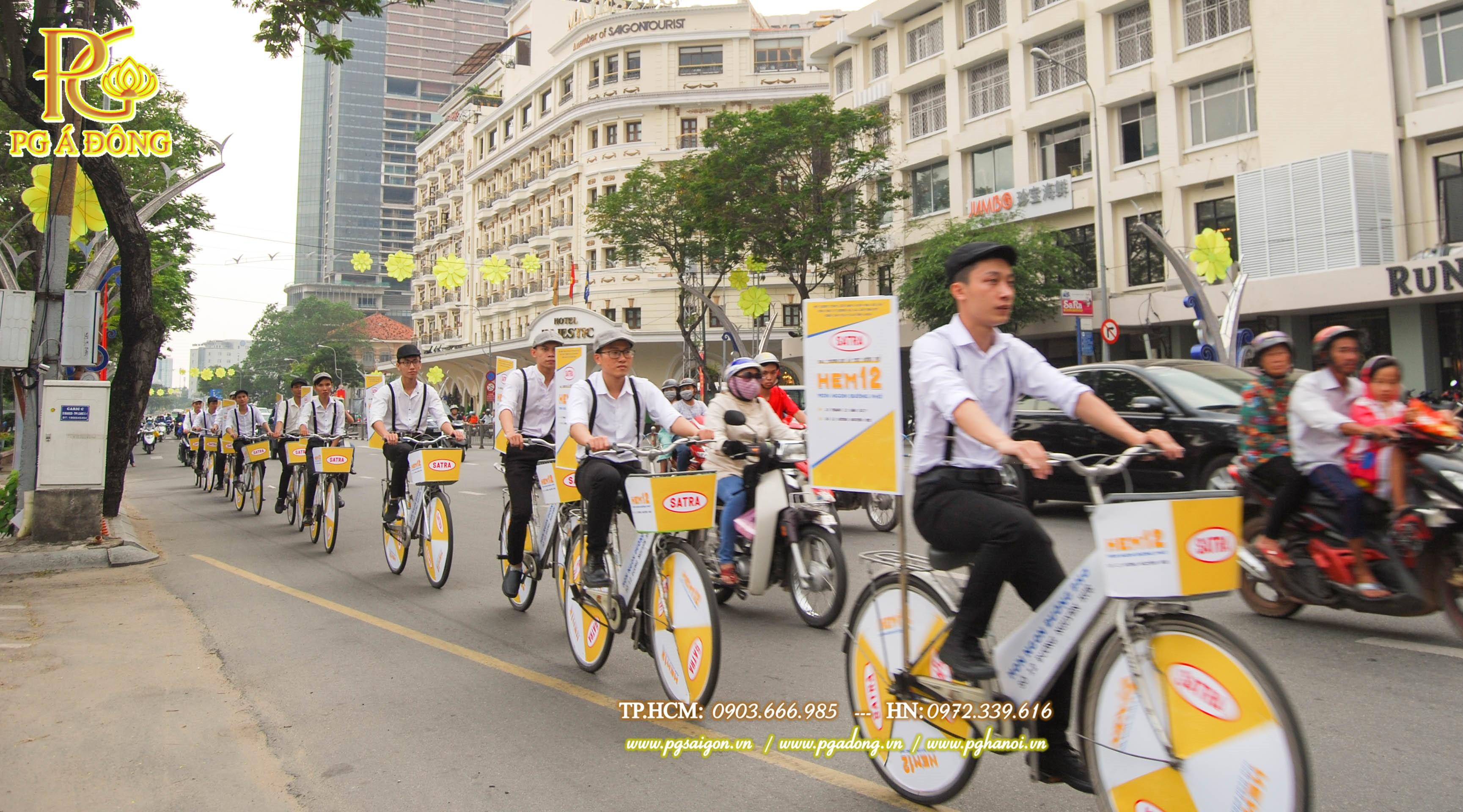 Đoàn roadshow xe đạp nổi bật trên đường Sài Gòn