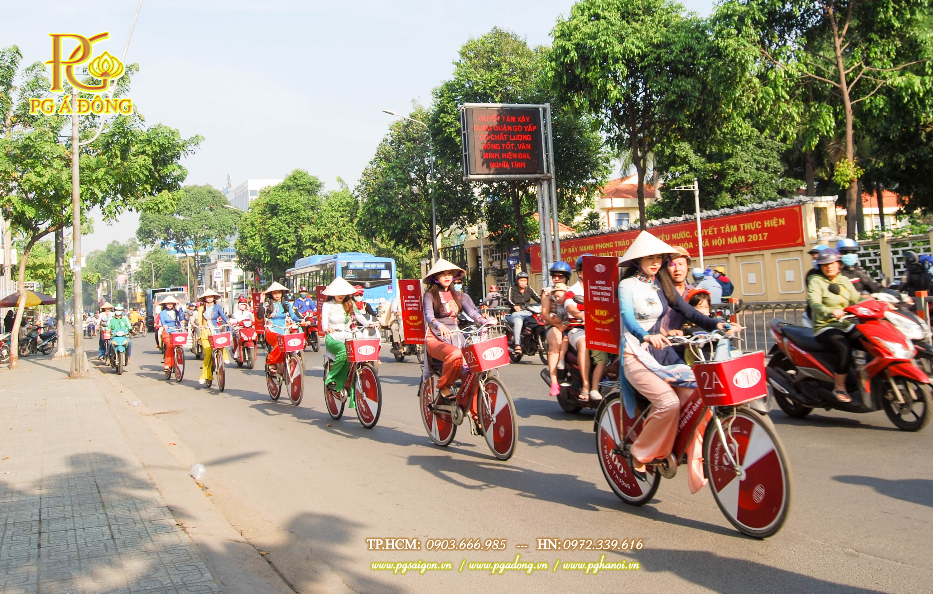 Đoàn roadshow xe đạp nổi bật trên đường Nguyễn Kiệm