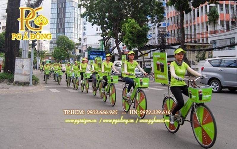 Đoàn roadshow xe đạp nổi bật trên đường