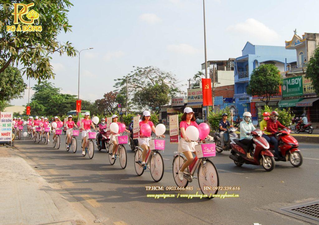 Đoàn roadshow xe đạp nổi bật trên đường Cộng Hòa