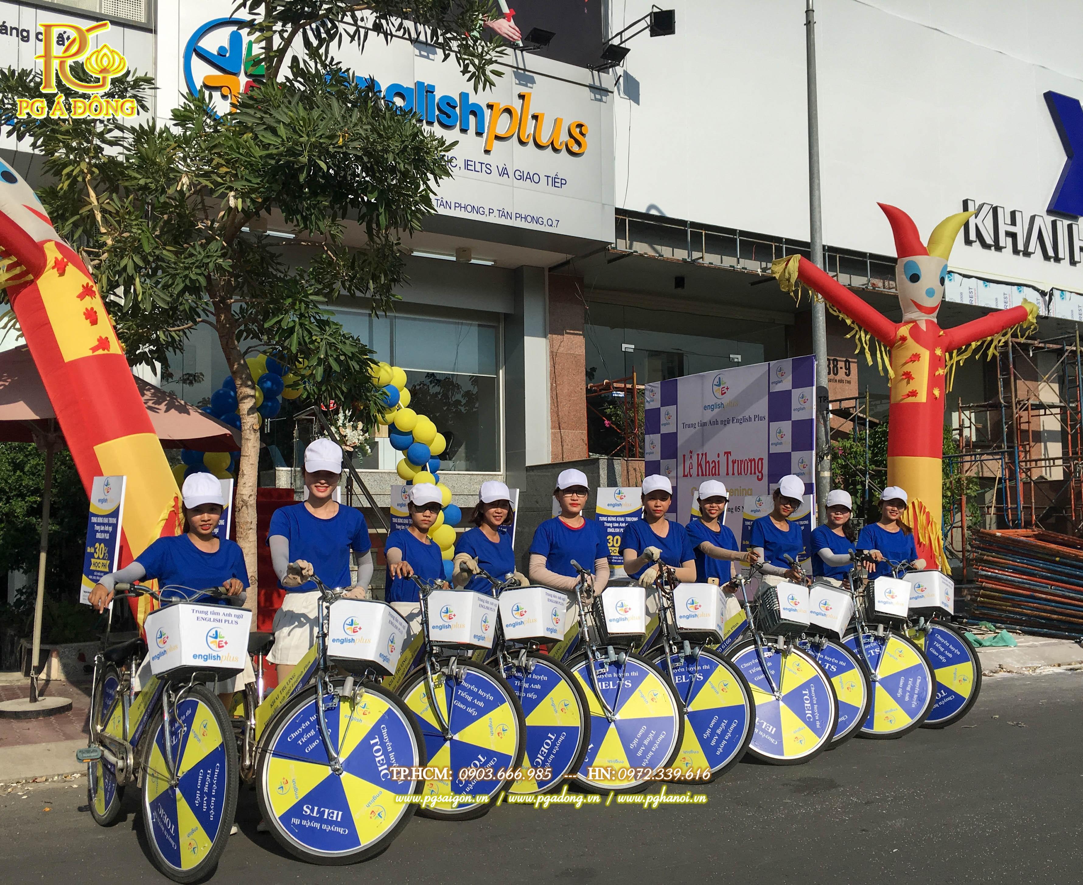 Đoàn roadshow xe đạp trong buổi lễ khai trương