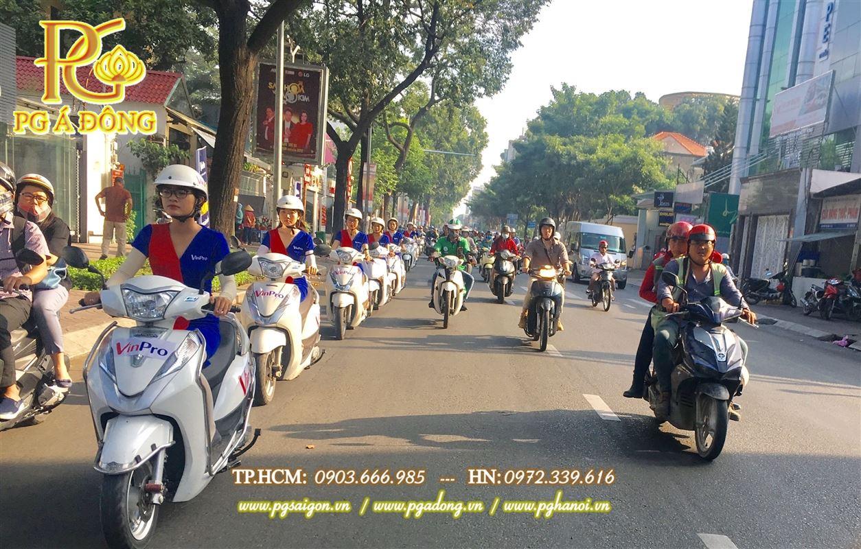 Đoàn roadshow xe máy Lead nổi bật trên  tuyến đường Quận Bình Thạnh