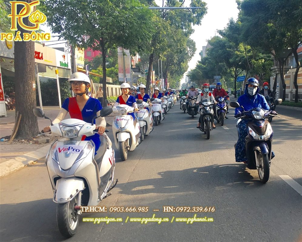 Đoàn roadshow xe máy Lead nổi bật trên  tuyến đường Quận 1