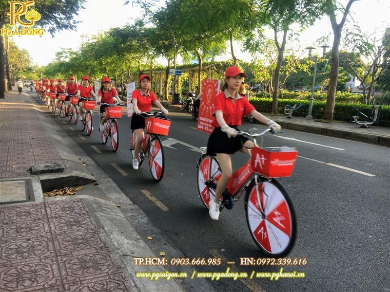 Đoàn roadshow xe đạp nổi bật trên tuyến đường Q7