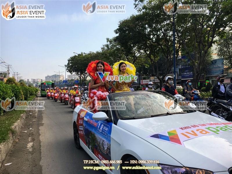 Đoàn roadshow xe máy vespa trên đường NVT
