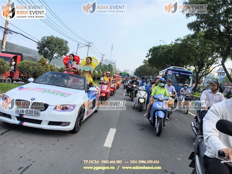 Đoàn roadshow xe máy vespa trên đường Cộng Hòa