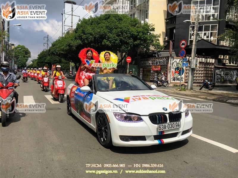 Đoàn roadshow xe máy vespa trên đường Phan Đình Giót
