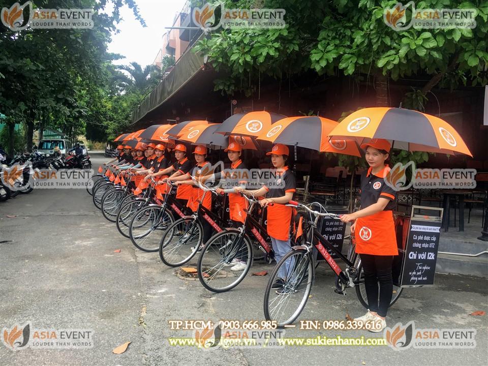 Đoàn roadshow xe đạp tại cửa hàng Cafe Rio Bici